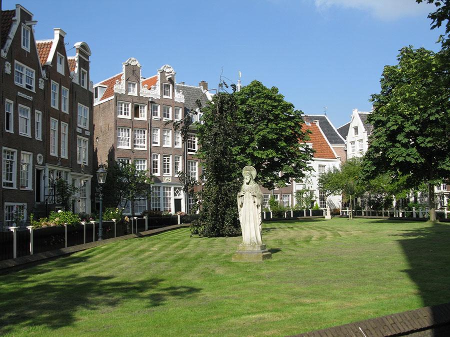 Begijnhof Amsterdam must see sight